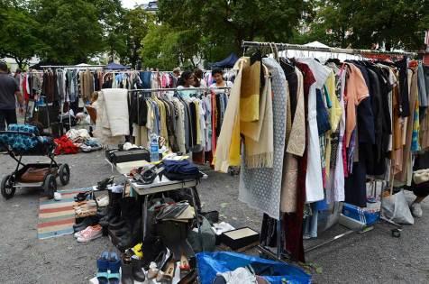 Vêtements du marché aux puces d'Olso