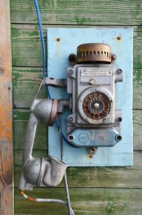 Vieux téléphone de cabine à Barentsburg, Spitzberg