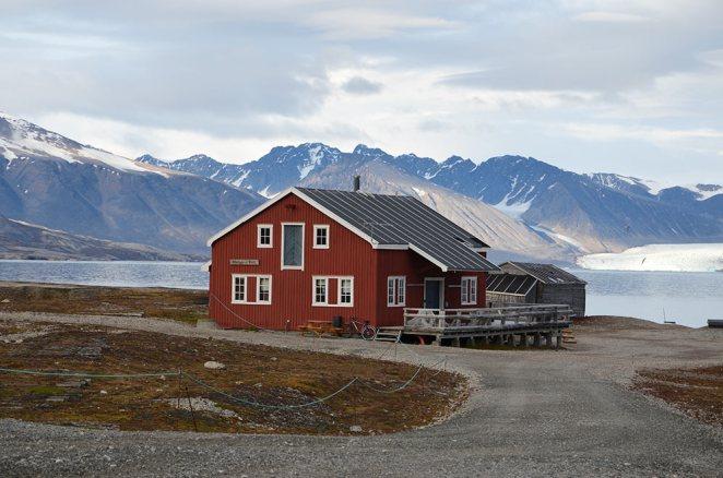 Maison rouge de Ny-Ålesund, Spitzberg