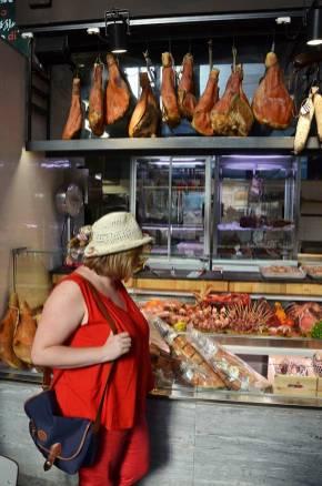 Marie-Catherine devant une étale du mercado central termini, Rome, Italie