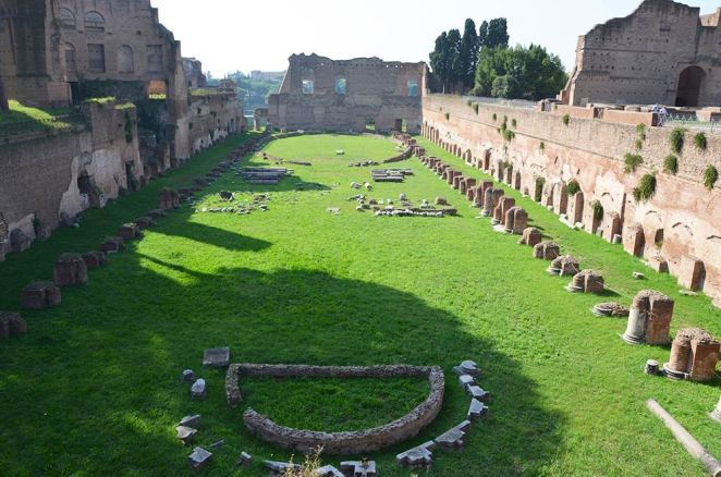 Vestiges de thermes au Palatin, Rome, Italie
