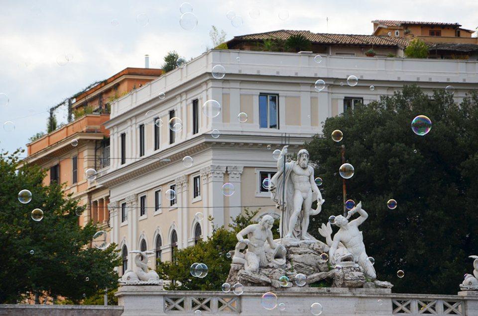 Sculpture sur la Piazza del popolo, Rome, Italie