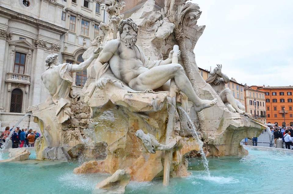 Fontaine des quatre fleuves sur la Piazza Navona, Rome, Italie