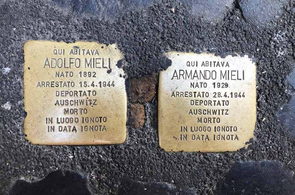 Pavés au sol en hommage aux déportés juifs, quartier de Trastevere, Rome, Italie