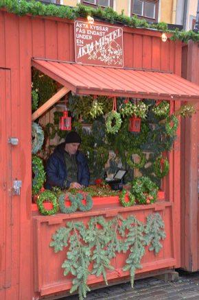 Marché de noël, boutique de vente de couronne de noël et de houx, Stockholm, Suède
