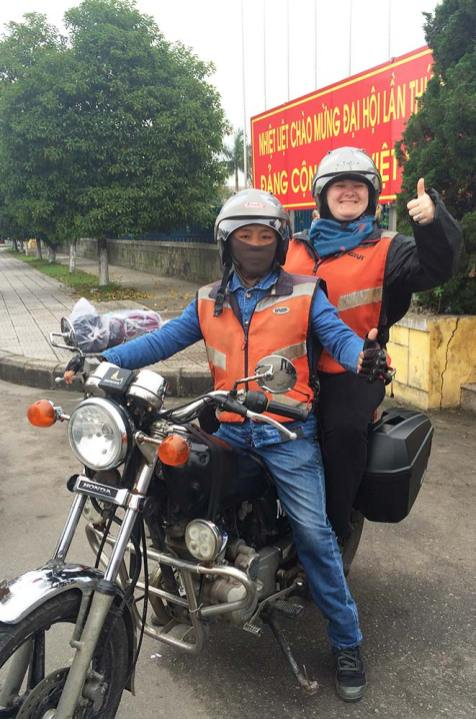 Marie-Catherine sur la moto, Le Family Riders, Vietnam