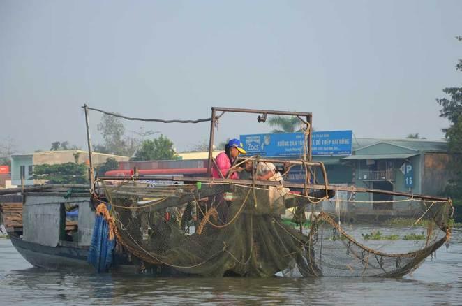 Bateau de pêche dans le Delta du Mékong à Can Tho, Vietnam