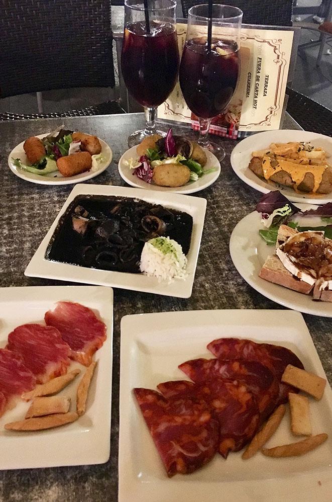 Assiettes de tapas, Séville, Andalousie, Espagne