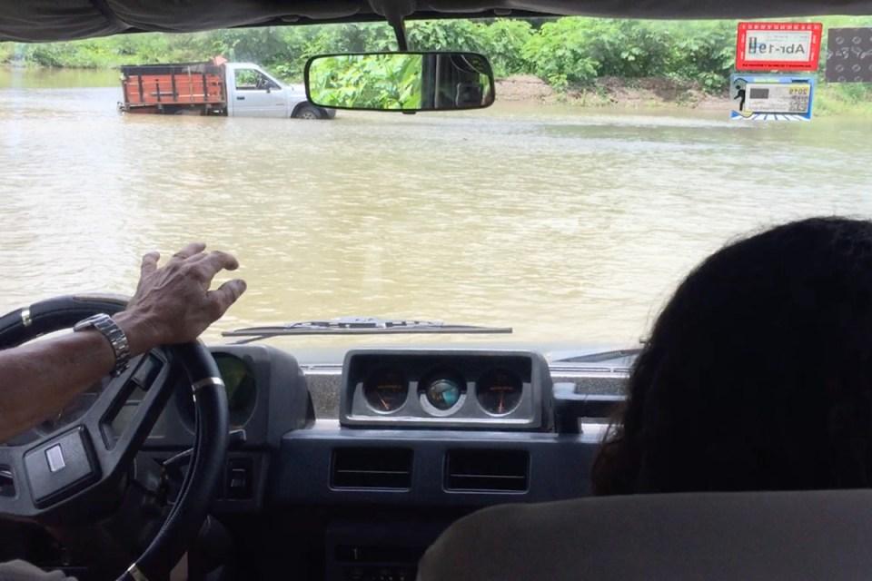 Expérience traversée d'une rivière en 4x4 au Costa Rica
