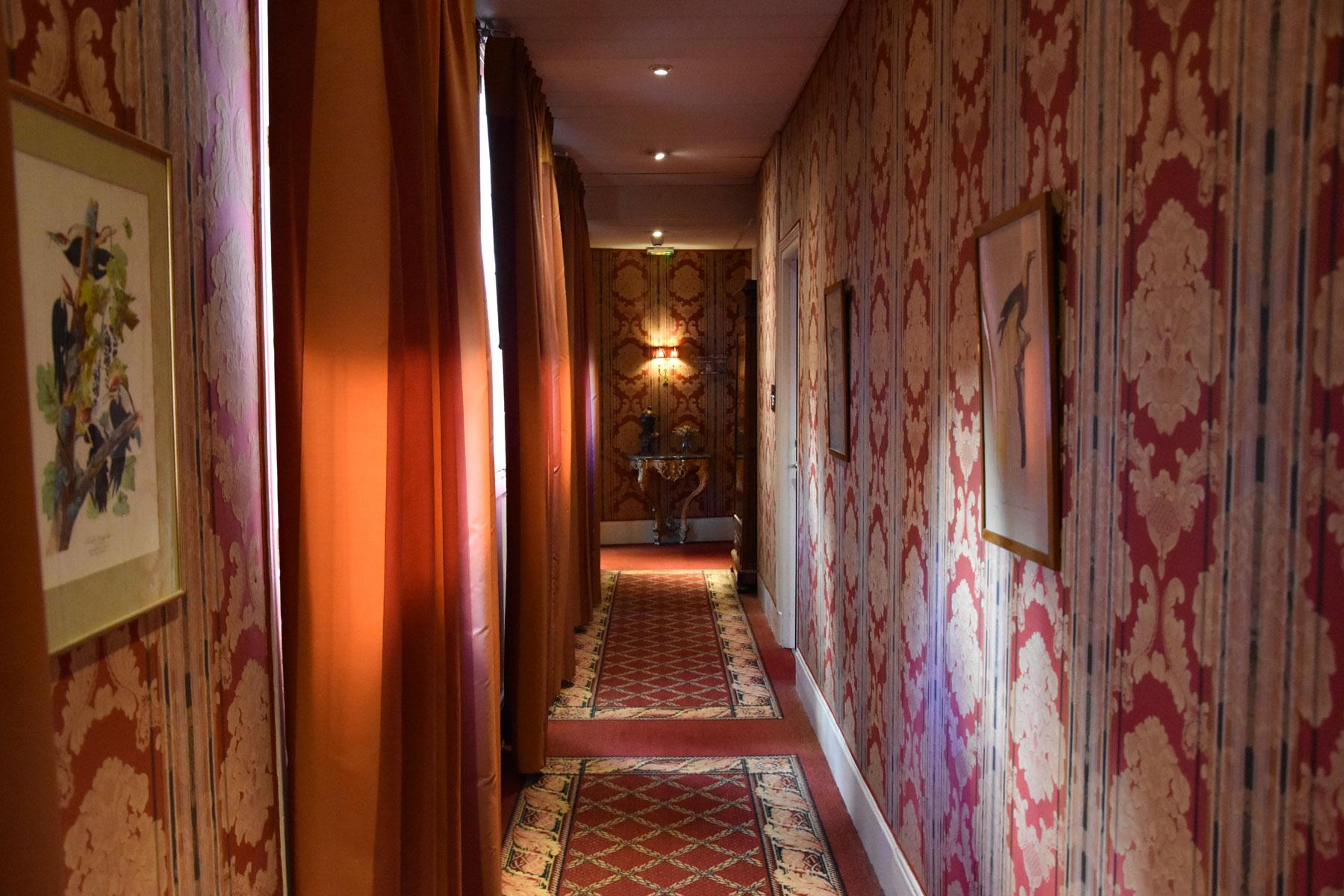 Couloir de l'hôtel Le Grand Monarque à Chartres