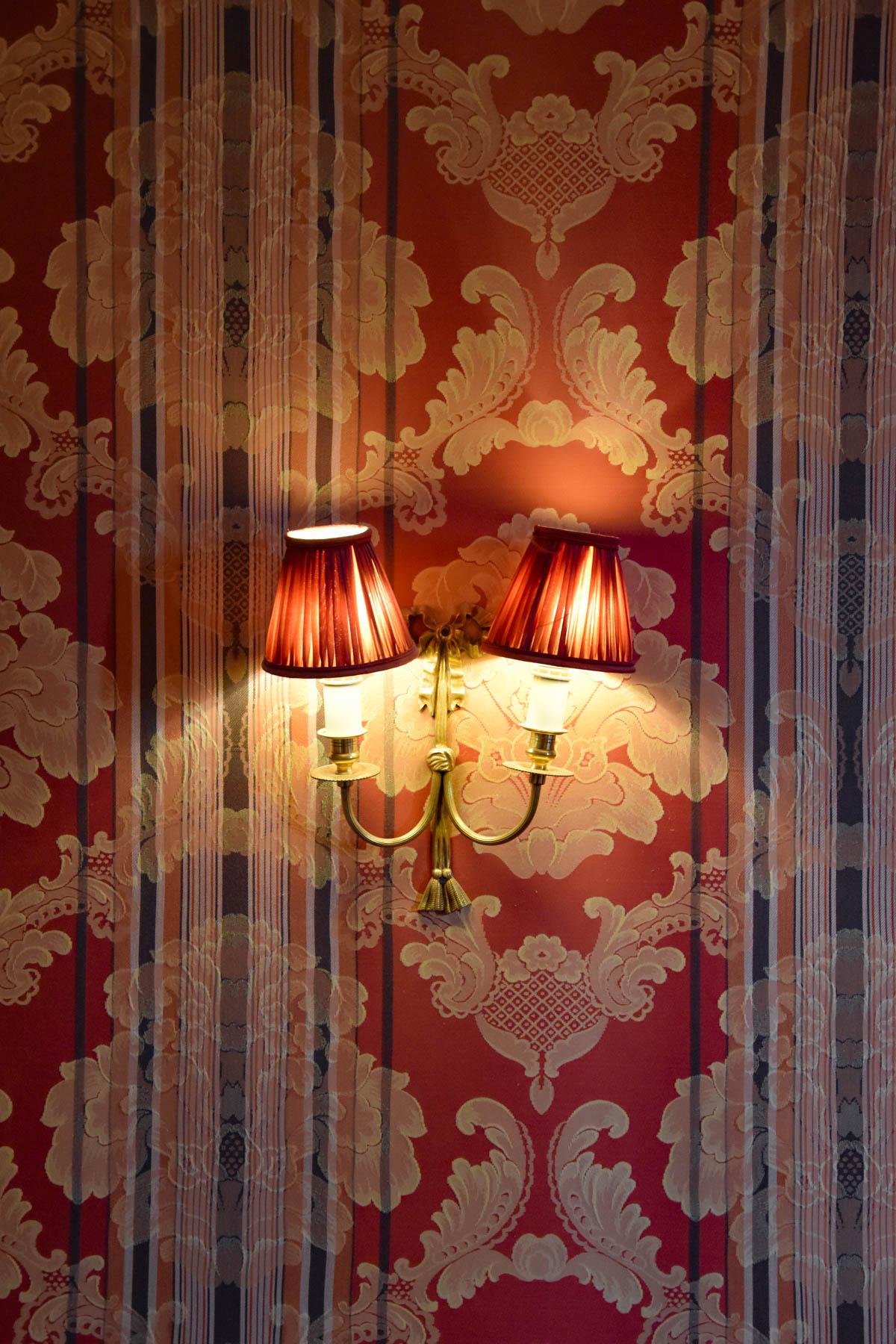 Luminaire de l'hôtel Le Grand Monarque à Chartres