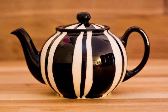 Black and White extra large teapot in Broad Stripe