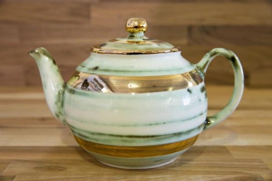 Lustre Horizontal large Teapot in No.09