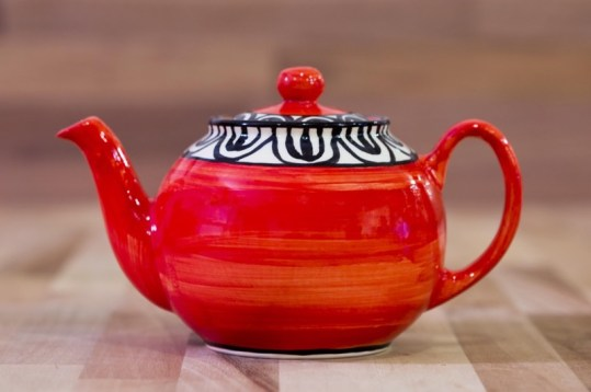 Aztec medium teapot in red