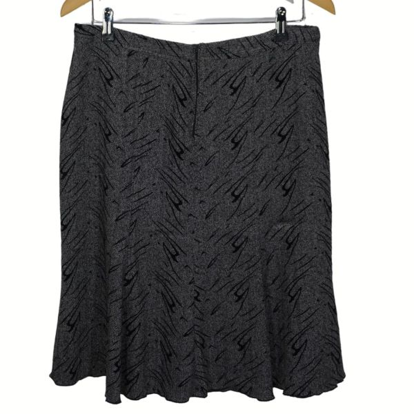 Saia cinza com padrão preto - reCloset roupa em segunda mão
