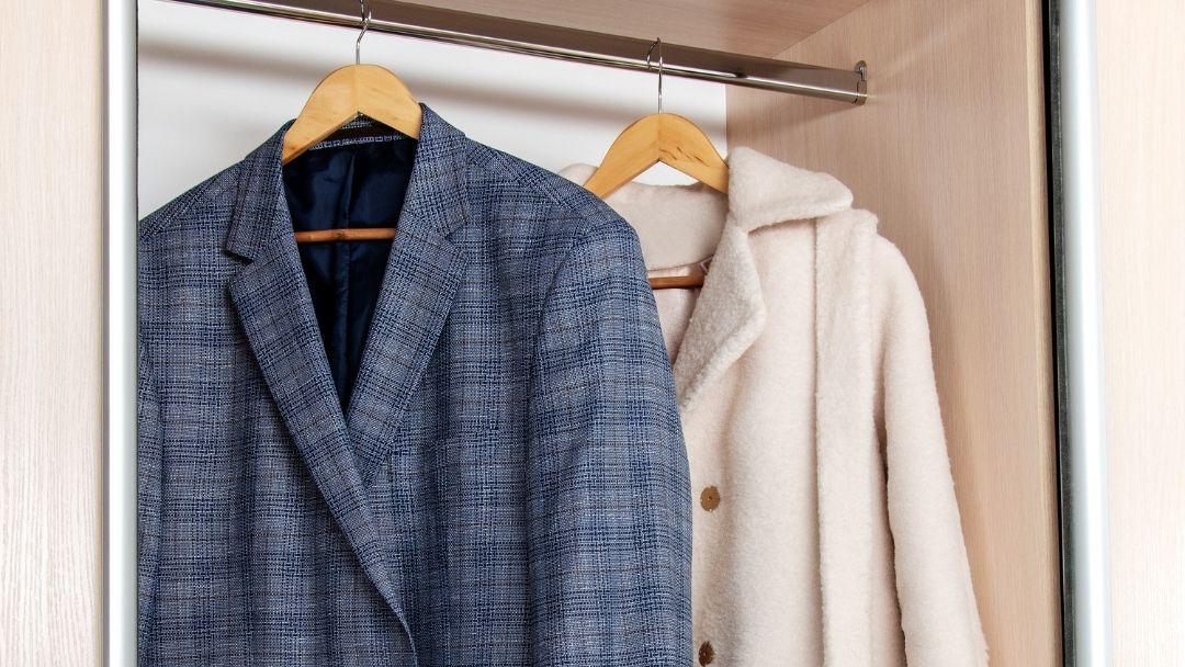 Pendurar roupa em sacos arejados - reCloset roupa em segunda mão