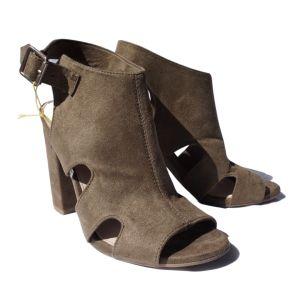 Sandálias castanhas de salto alto - reCloset roupa em segunda mão