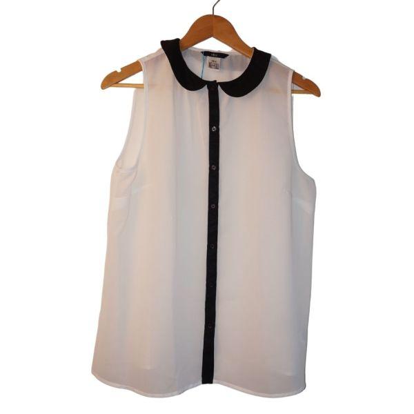 Blusa branca com gola preta - reCloset roupa em segunda mão