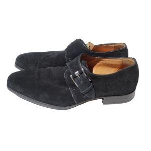 Sapatos pretos com fivela - reCloset roupa em segunda mão