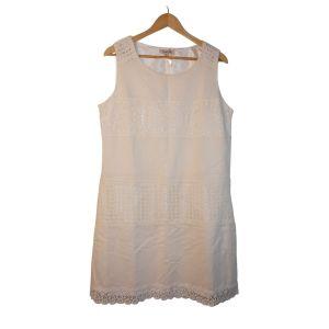 Vestido branco com crochet - reCloset roupa em segunda mão