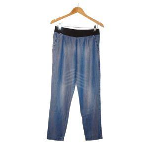 Calças de ganga azuis finas com cós de elástico - reCloset roupa em segunda mão