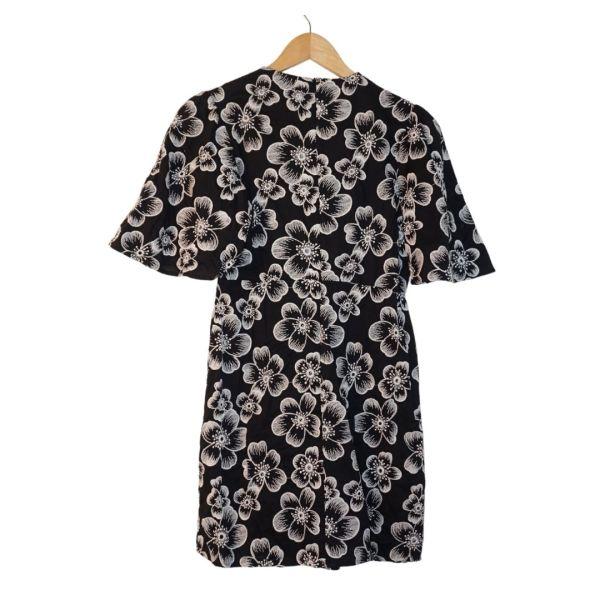 Vestido preto e branco com peito em crochet - reCloset roupa em segunda mão