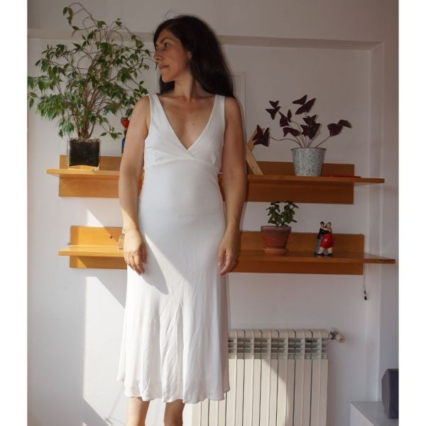 Vestido comprido em malha branca de decote em bico - reCloset roupa em segunda mão