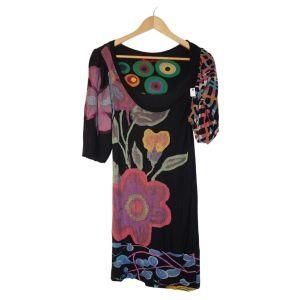 Vestido preto de padrão florido - reCloset roupa em segunda mão