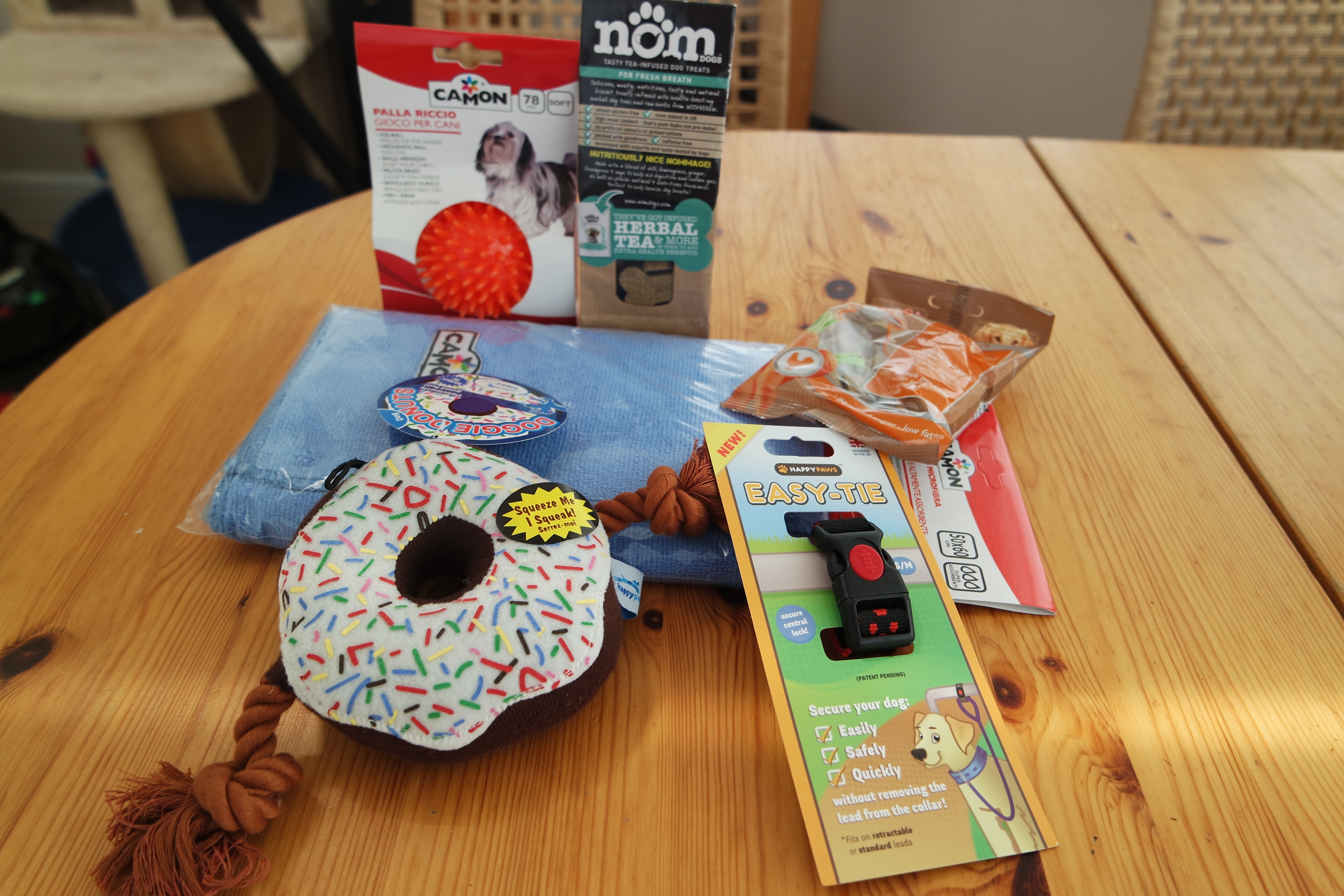june-pawsome-box-unboxing-video