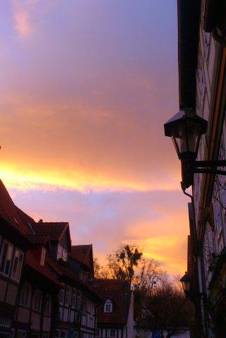 Historische Gebäude im Sonnenaufgang.