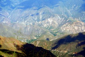 Ich liebe es, wie viele verschiedene Strukturen es gibt und wie die Lichter und Schatten auf den Bergrücken spielen.