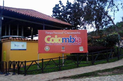 """Dieses Schild erinnert Touristen vor der Kasse daran, dass sie hier ein """"Touristenziel von Weltklasse"""" besuchen."""