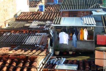 Typisch kolumbianisch: alle Kleidung wird auf Bügeln zum Trocknen aufgehängt.