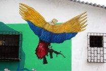 """""""Kolumbien"""" mit Waffen in den Klauen."""