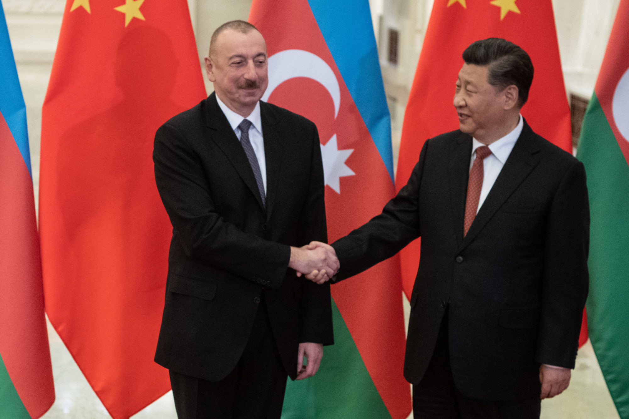 President Xi Jinping shakes hand with a top level Azerbaijan official.