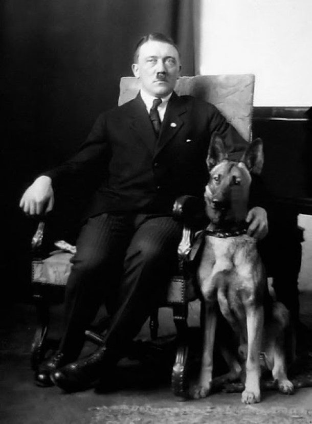Hitler and His Beloved Dog Blondi (4)