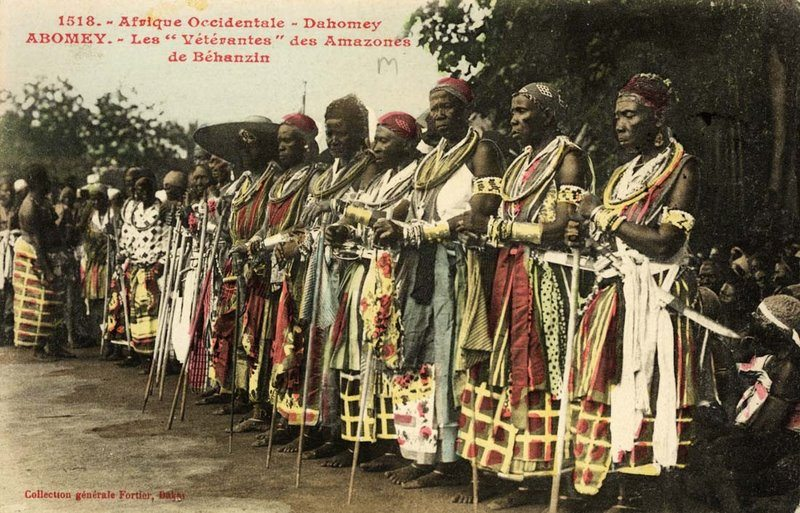 The_célébration_at_Abomey1908._-_The_veteran_amazones_AHOSI__of_the_Fon_king_Béhanzin_Son_of_Roi_Gélé