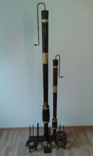 Renaissance Consort Bass recorders by Moeck (left: Renaissance Consort Sub Bass recorder in F; right: Renaissance Consort Great Bass recorder [not included]).