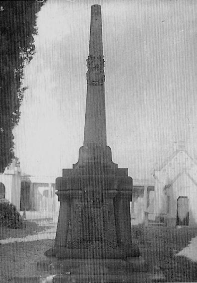 monument al cemetiri vell
