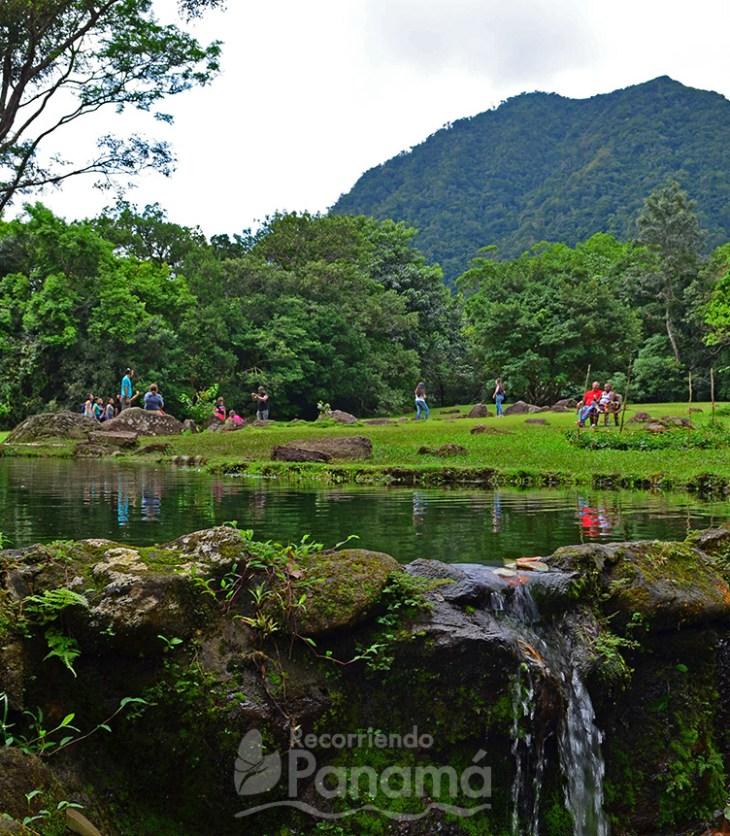 Vista al Cerro Gaital desde la cascada artificial.