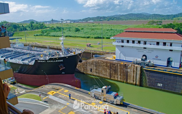 Ship is helped by the locomotives to enter the 2nd chamber of the Miraflores locks.