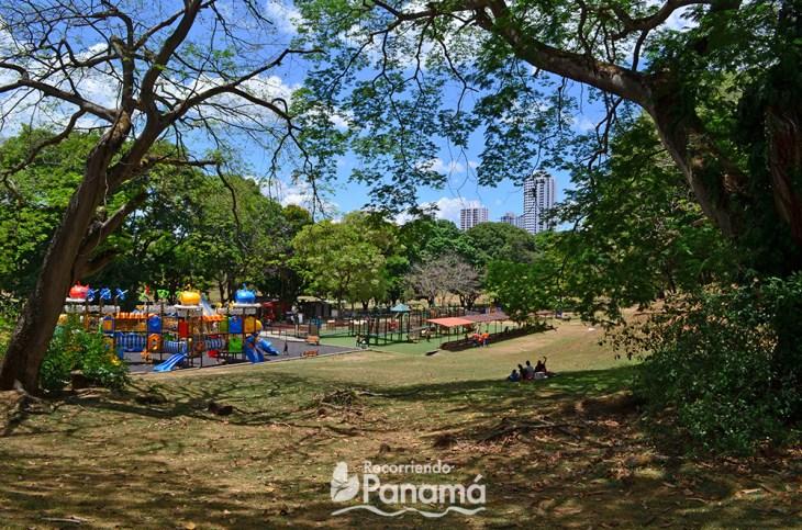 Área para niños en el Parque Omar,  uno de los lugares gratis en Panamá.