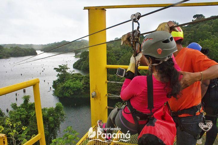 Justo antes de empezar la línea más larga.  Canopy sobre el Lago Gatún.