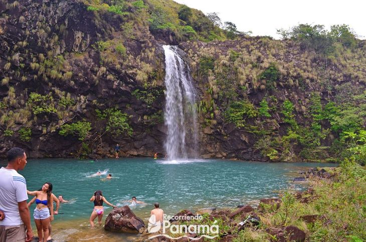 Las Damas waterfall with people