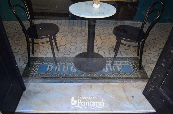 Drug store. Conociendo algo de la história de Panamá en el Free Walking Tour.