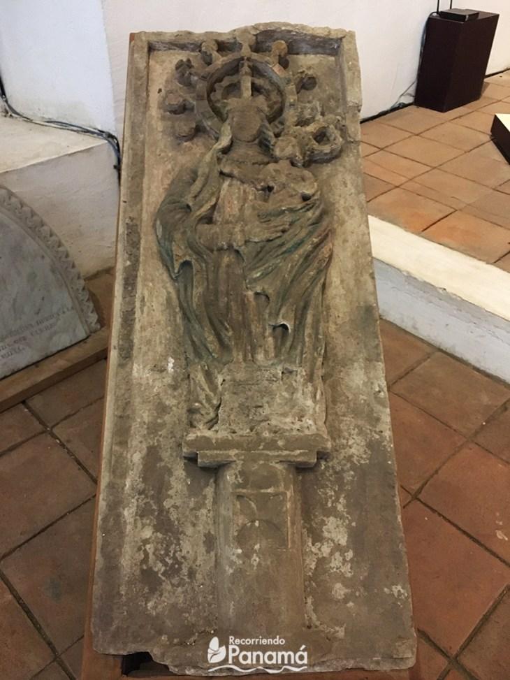 Virgen del Pilar en piedra tallada