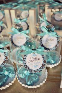 Recuerdos de Bautizo niña azul turqueza frasco con chocolates de corazon