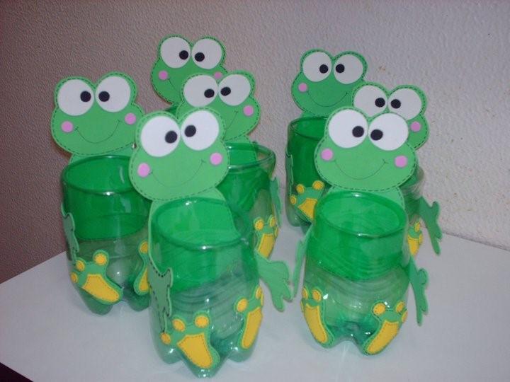 Ideas para hacer cotillones de fiestas infantiles dulcero verde rana botella pet