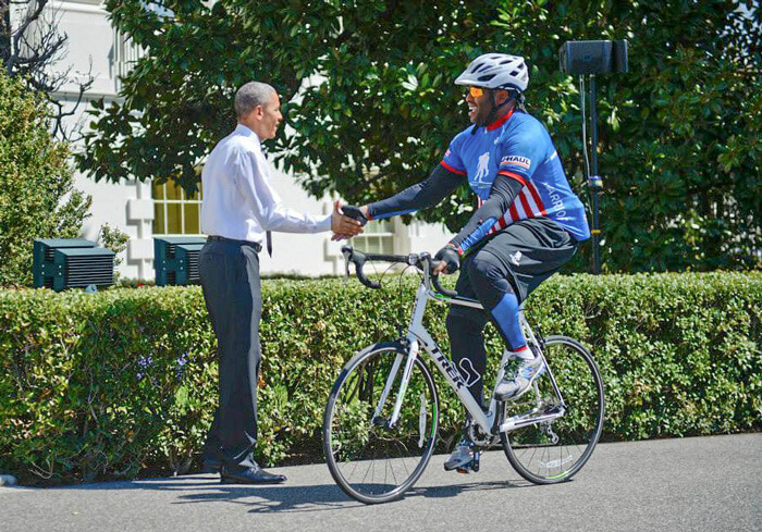 US Soldier shaking hands with Obama
