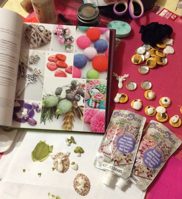 use buttons as embellishments gift wrap